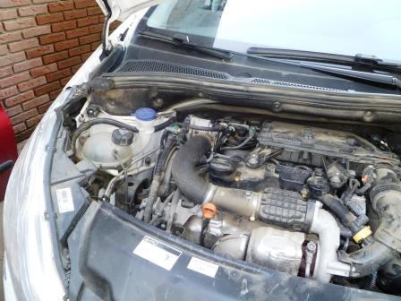 Peugeot 208 wit 011
